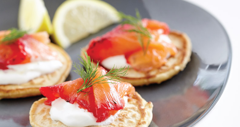 SALMON GRAVALAX ON CHICKPEA BLINI