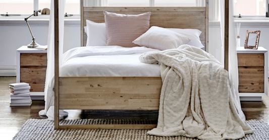 FIVE WAYS TO INVITE SUMMER INTO YOUR BEDROOM