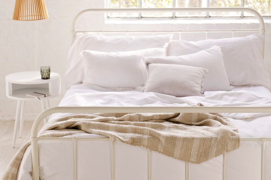 NEWLYWED NESTING: BLEND YOUR STYLES SEAMLESSLY